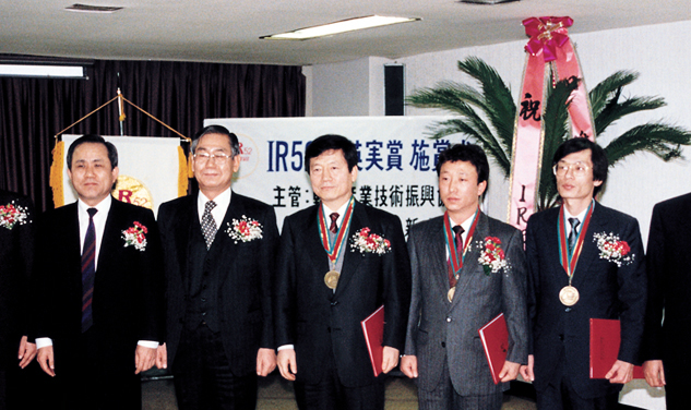 Received the IR 52 IR52 JangYeongSil award for the development of industrial synthetic diamonds